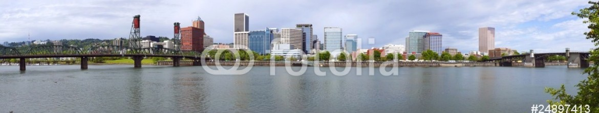 24897413 – United States of America – Portland Oregon Panorama.