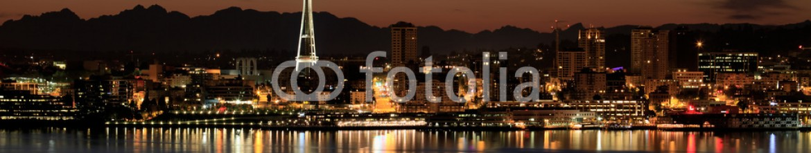 33146451 – United States of America – Seattle Skyline at Night by the Pier Panorama