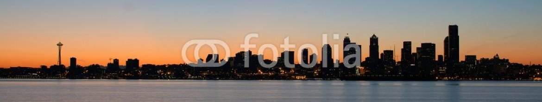 35582499 – United States of America – Seattle Washington Waterfront Skyline at Sunrise Panorama