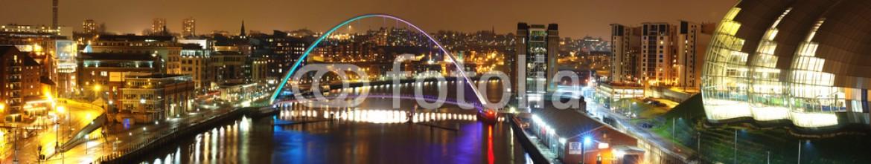 38609764 – United Kingdom of Great Britain and Northern Ireland – Millenium Bridge