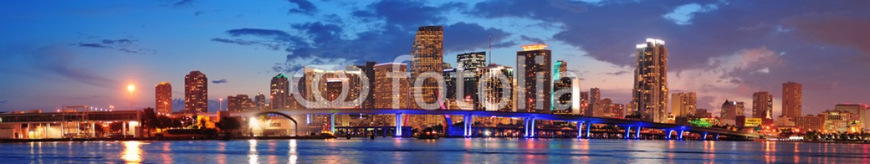 39648171 – United States of America – Miami night scene
