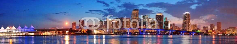 40340214 – United States of America – Miami night scene