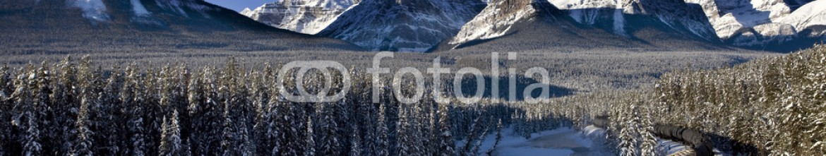 48932682 – Canada – Rocky Mountains in Winter