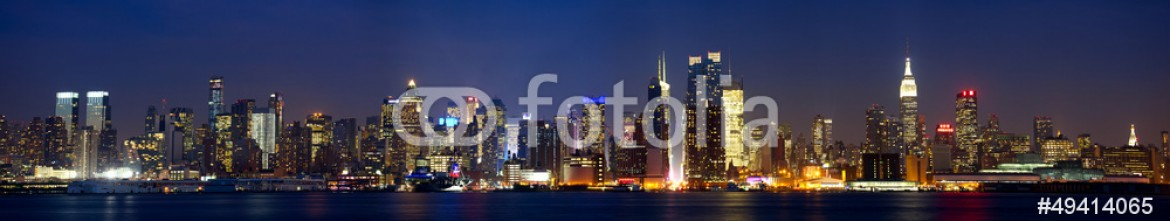 49414065 – United States of America – Manhattan skyline panorama at dusk, New York City