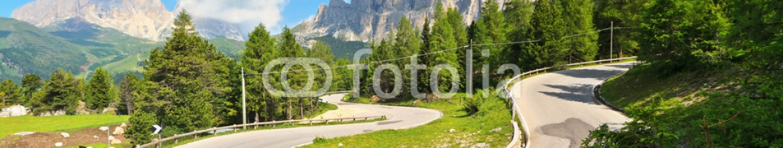 57147446 – Italy – Dolomiti – road to Pordoi pass