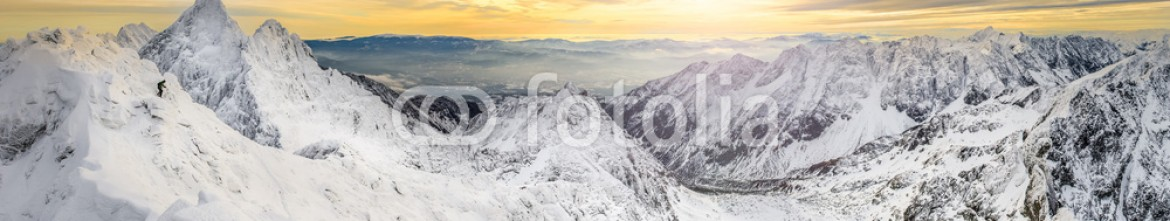 60082116 – Slovakia – Panoramic view of winter mountains at sunset