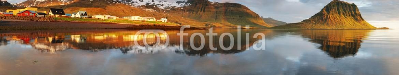 61566581 – Iceland – Panorama – Village in Iceland – Grundarfjordur – snaefellsnes