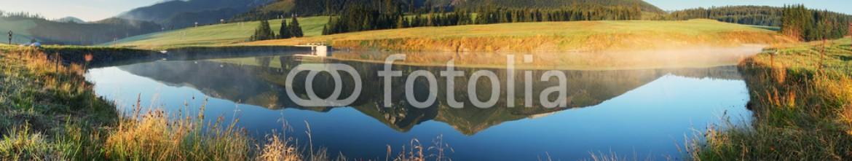 62076447 – Slovakia – Mountain lake panorama –  Slovakia Tatras at sunrise