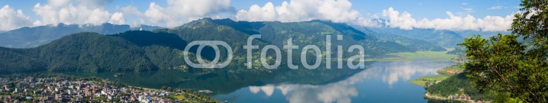 63895709 – Nepal – The popular tourist city of Pokhara and the Phewa Lake