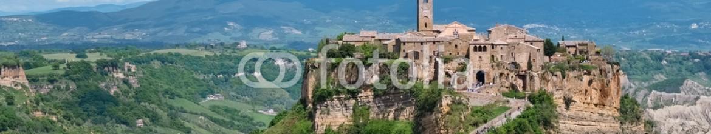 64704797 – Italy – Civita di Bagnoregio