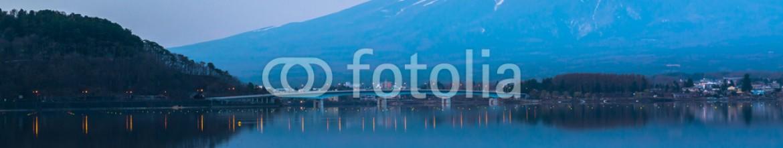 65195125 – Japan – inverted image of Mt  Fuji, View from lake Kawaguchi