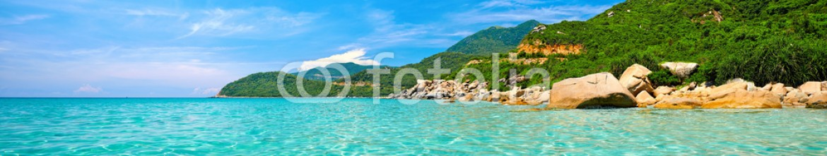 65759097 – Viet Nam – Panoramic view of a tropical beach.
