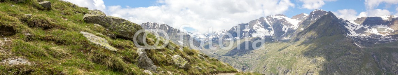 66929618 – Italy – Sentiero di montagna