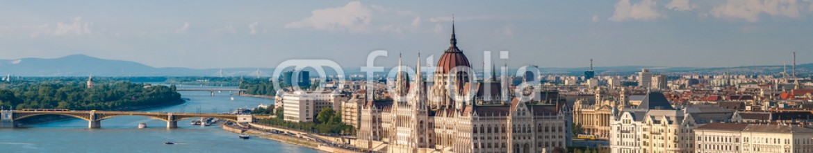 68414931 – Hungary – Panorama view at the parliament with Danube river in Budapest