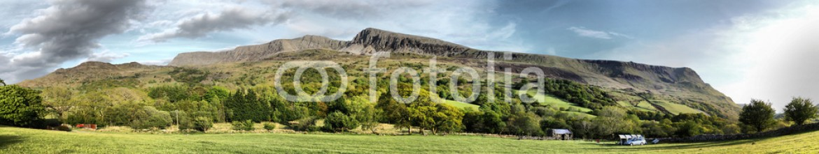 68864914 – United Kingdom of Great Britain and Northern Ireland – Stunning welsh mountains under a cloudy blue sky