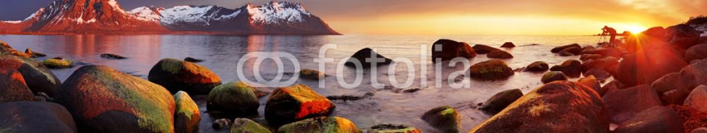 69165940 – Norway – Ocean coast at sunset, panorama, Norway