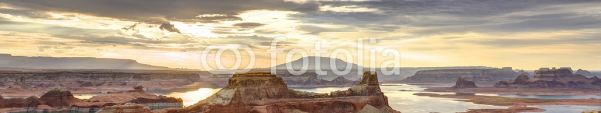 69181931 – United States of America – Lake Powell Sunrise