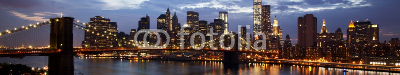 69597365 – Czech Republic – New York City Manhattan Downtown with Brooklyn Bridge at dusk