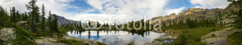 71361768 – Italy – Panorama su lago di montagna