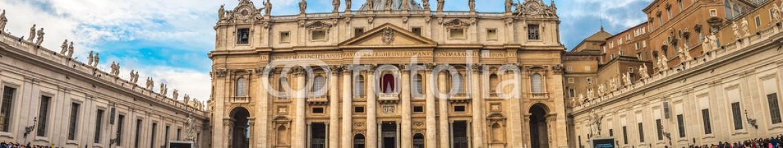 71971340 – Ukraine – Saint Peter's square in Vatican, Rome
