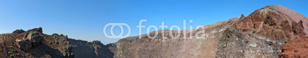72464910 – Italy – The crater of Mount Vesuvius near Naples, Italy