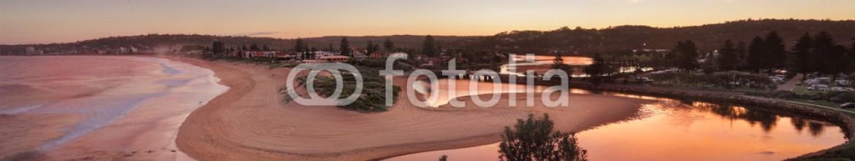 73422189 – Australia – Red sky sunset over Narrabeen