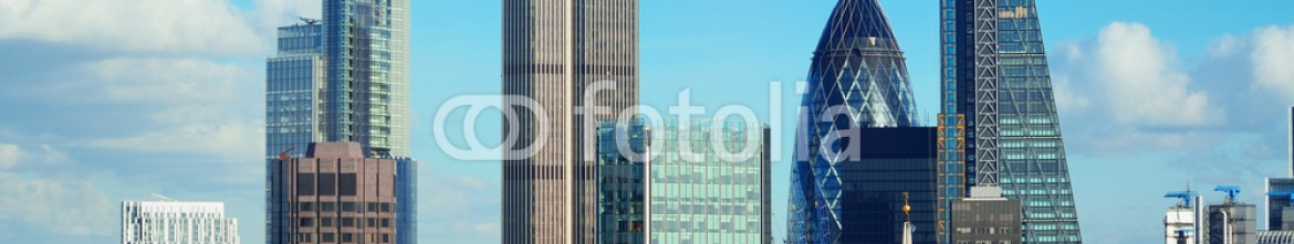 73441290 – United States of America – London city rooftop