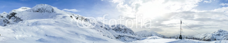 73807866 – Italy – Paesaggio invernale su piste da sci