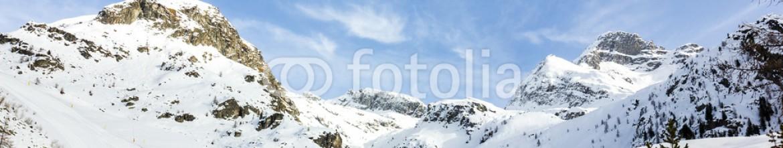 74588136 – Italy – Panorama di montagna con neve
