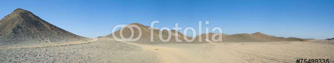 75499335 – United Kingdom of Great Britain and Northern Ireland – Rocky desert landscape with mountains