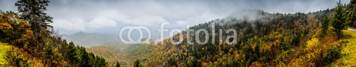75616706 – United States of America – Panorama of Mountains in Fall with Fog