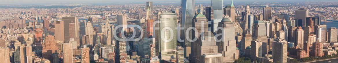 76016159 – United States of America – Aerial View of New York at Dusk