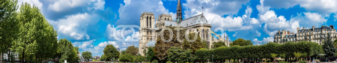 76482916 – Ukraine – Seine and Notre Dame de Paris