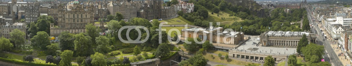 77065571 – United Kingdom of Great Britain and Northern Ireland – Panoramic view of Edinburgh city, Scotland, UK
