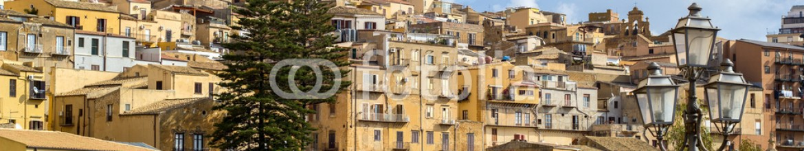 77134623 – Italy – Agrigento old town
