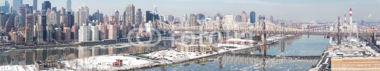 78780235 – United States of America – New York City in Winter, panoramic image