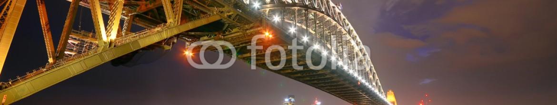 79578117 – Australia – Sydney Skyline and Harbor Bridge at night