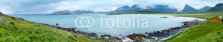 80139932 – Norway – Ramberg beach summer cloudy panorama (Norway, Lofoten).