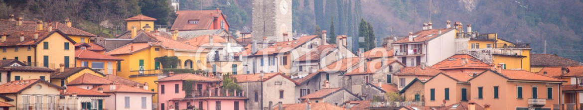 80625127 – Italy – Small town on Lake Como, Italy