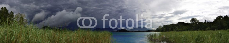 80732627 – Italy – lago prima del temporale
