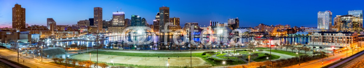 81201156 – United States of America – Baltimore skyline panorama at dusk