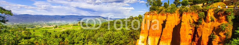 81246439 – Ukraine – rocks of natural ochre in Roussillon, Provence,France