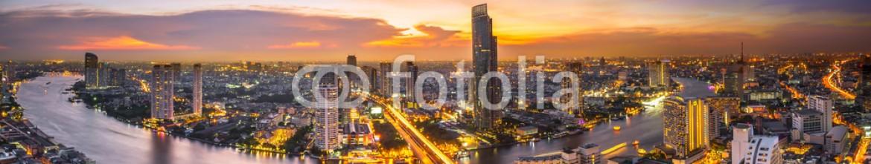 81304221 – Thailand – Night scene cityscape