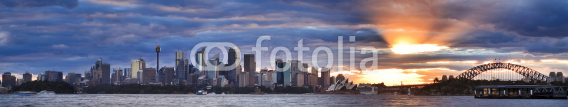 81763179 – Australia – Sydney City Low Taronga Set Sun