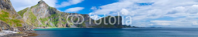 81802790 – Norway – Scenic beach on Lofoten islands