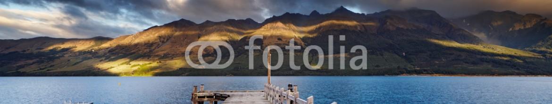 81945130 – New Zealand – Wakatipu Lake, New Zealand