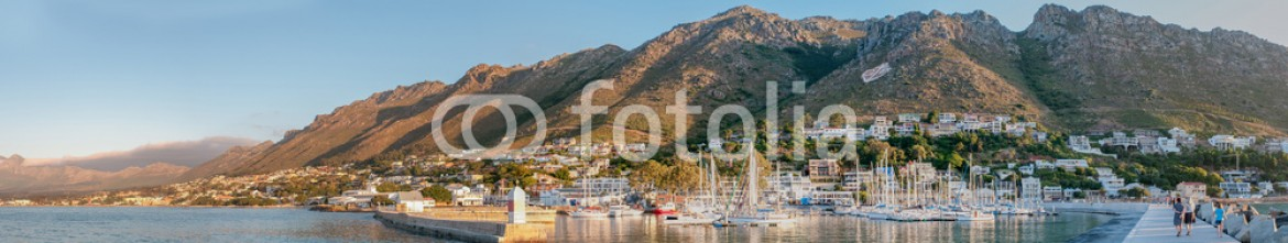 82018279 – South Africa – Panorama of Gordons Bay harbor and Hottentots-Holland Mountains