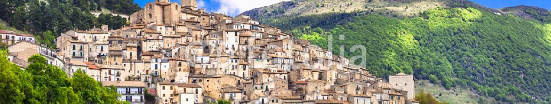 83212601 – Ukraine – Castel del Monte – pictorial hilltop village in Abruzzo, Italy