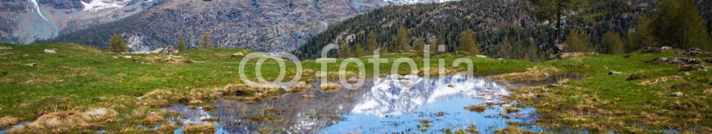 83541713 – Italy – pozza d'acqua con montagne riflesse