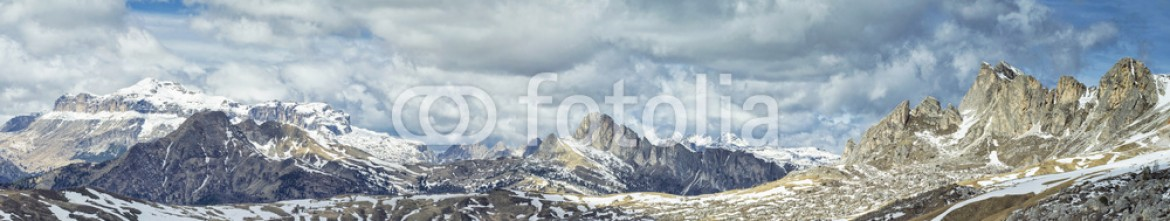 84192418 – Italy – panoramic view to pass in Alpines in Italy